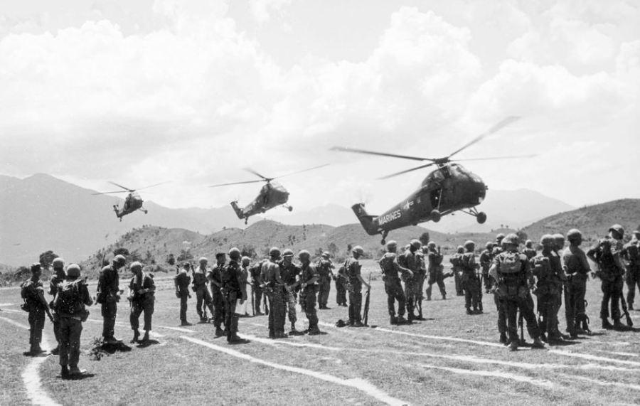 Vietnam War 1965 - Helo Assault 17 - Photo by Bruce Tester